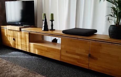 Tvmeubel van gerecycled hout, gemaakt door Boemklaar Meubelmakers