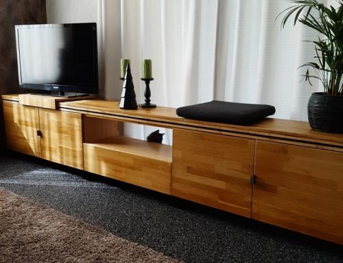 Drie meter lang tv meubel, gemaakt van gerecycled hout